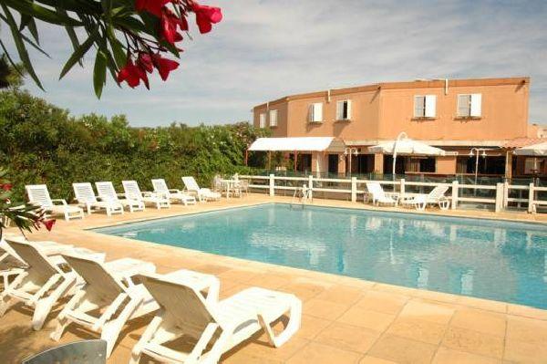 La piscine de l'hôtel Le Lido