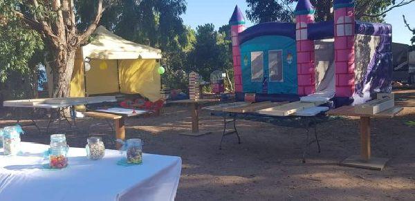espace jeux + candy bar et jeux en bois pour un mariage portovecchjio