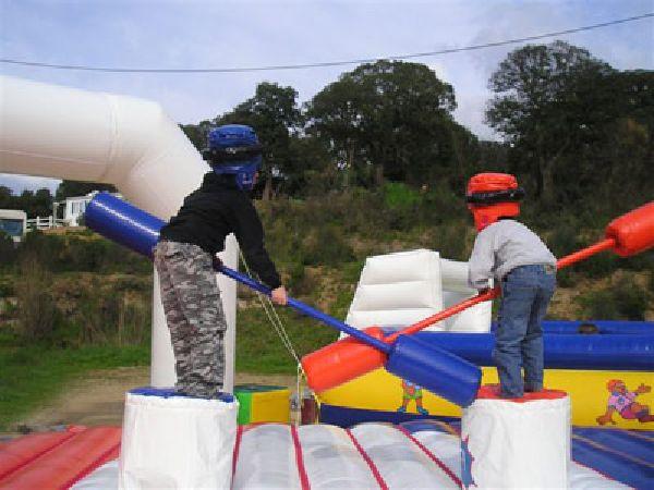 Combat de joute gonflable